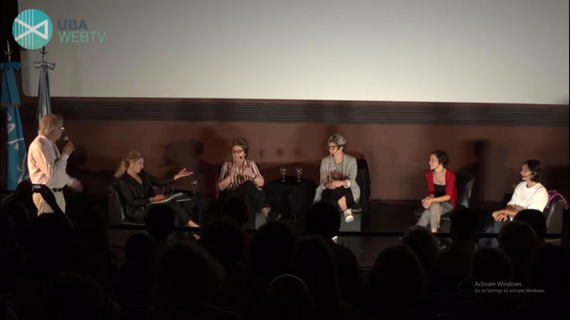 Conversatorio de mujeres en el cine argentino en el cine Cosmos UBA.